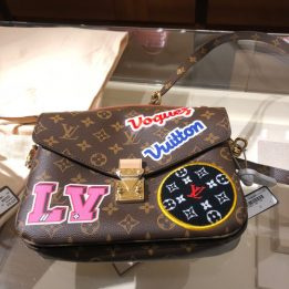 LV Pochette Metis Patches Edition